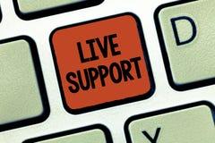 Texto Live Support de la escritura Servicio web del significado del concepto que permite que los visitantes comuniquen con negoci foto de archivo