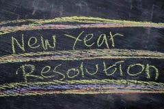 Texto manuscrito de la resolución del Año Nuevo con tiza colorida en fondo de la pizarra imagen de archivo libre de regalías