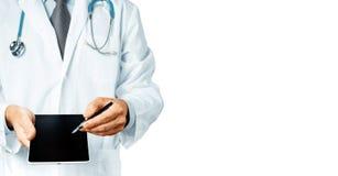 Texto masculino do doutor Pointing Your Prescription em uma tela da tabuleta de Digitas Foto de Stock