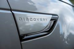 Texto no lado de uma terra Rover Discovery 5 fotografia de stock royalty free