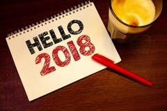 Texto olá! 2018 da escrita da palavra O conceito do negócio para começar uma mensagem inspirador 2017 do ano novo está sobre o pr Imagens de Stock