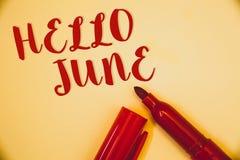 Texto olá! junho da escrita O significado do conceito que começa uma mensagem nova maio do mês está sobre o lett do vermelho das  Imagens de Stock