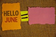 Texto olá! junho da escrita da palavra O conceito do negócio para começar uma mensagem nova maio do mês está sobre os startingIde Foto de Stock