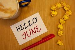 Texto olá! junho da escrita da palavra O conceito do negócio para começar uma mensagem nova maio do mês está sobre startingIdeas  Imagem de Stock
