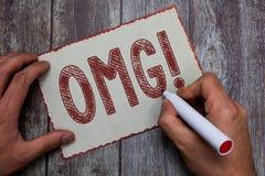 Texto Omg da escrita da palavra O conceito do negócio para que usado expresse a descrença SMS do excitamento de choque shortcut a imagens de stock royalty free