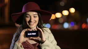 Texto preto da venda de sexta-feira na tela do telefone celular filme