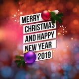 Texto preto tipográfico simples na fita branca com as bolas realísticas do Natal e ramos verdes ilustração do vetor