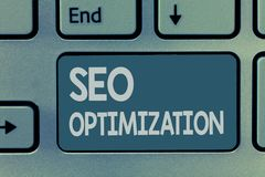 Texto Seo Optimization da escrita da palavra Conceito do negócio para o processo de afetar a visibilidade em linha do Web site ou fotografia de stock royalty free