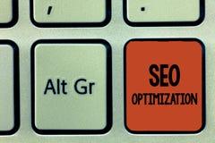 Texto Seo Optimization da escrita da palavra Conceito do negócio para o processo de afetar a visibilidade em linha do Web site ou fotos de stock royalty free