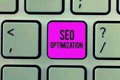 Texto Seo Optimization da escrita da palavra Conceito do negócio para o processo de afetar a visibilidade em linha do Web site ou fotos de stock