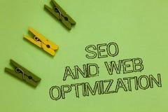 Texto Seo And Web Optimization de la escritura de la palabra El concepto del negocio para las estrategias de marketing de Keyword fotos de archivo libres de regalías