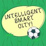 Texto Smart City inteligente da escrita da palavra Conceito do negócio para a cidade que tem um futebol mais esperto da infraestr ilustração royalty free