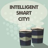 Texto Smart City inteligente da escrita da palavra Conceito do negócio para a cidade que tem uma infraestrutura mais esperta dois ilustração do vetor
