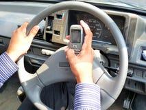 Texto SMS ao conduzir Imagem de Stock