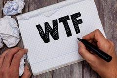 Texto Wtf de la escritura Concepto que significa la abreviatura escrita argot ofensivo a la sorpresa y al asombro de la demostrac imagenes de archivo