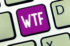 Texto Wtf de la escritura de la palabra Concepto del negocio para la abreviatura escrita argot ofensivo a la sorpresa y al asombr imagen de archivo libre de regalías