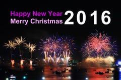 Texto y fuegos artificiales de la Feliz Año Nuevo 2016 en fondo Foto de archivo libre de regalías