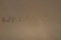 Texto y x22; welcome& x22; en la arena de la playa foto de archivo libre de regalías
