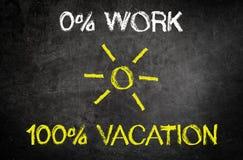 Textos conceptuales del trabajo y de las vacaciones en la pizarra Fotos de archivo