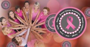 textotez avec des femmes de conscience de cancer du sein remontant des mains Photo stock