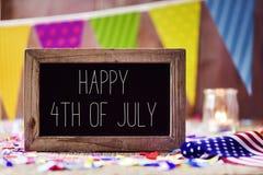 Textotez heureux le 4ème juillet et le drapeau américain Photographie stock libre de droits
