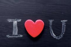 Textotez je t'aime, écrit dans la craie sur le conseil noir Images stock