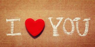 Textotez je t'aime, écrit dans la craie sur le papier Photographie stock libre de droits
