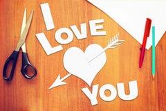 Textotez je t'aime et un coeur percé par une flèche Photographie stock libre de droits
