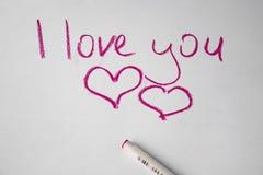 Textotez l amour que vous remettez écrit par le stylo coloré sur le livre blanc Photos libres de droits