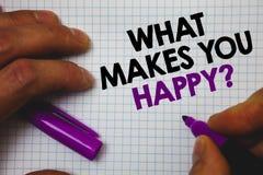 Textotez l'apparence de signe ce qui te fait la question heureuse Le bonheur conceptuel de photo vient avec l'amour et la prise p Image stock