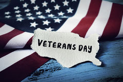 Textotez le jour de vétérans et le drapeau des USA image libre de droits