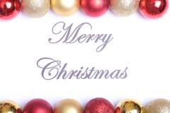 Textotez le Joyeux Noël sur le papier avec beaucoup de boules Images libres de droits