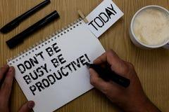 Textotez le signe montrant Don t pour ne pas être occupé Soyez productif Le travail conceptuel de photo organisent efficacement v images stock
