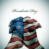 Textotez les Présidents Day et les mains d'homme modelées avec le drapeau du Photos libres de droits
