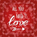 Textotez tous que vous avez besoin est amour sur le fond de Saint Valentin de bokeh de coeurs Carte romantique Élément de lettrag Image stock