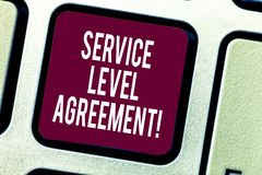 Texttecken som visar överenskommelse för servicenivå Begreppsmässig fotoförpliktelse mellan en servicefamiljeförsörjare och ett k fotografering för bildbyråer