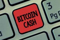 Texttecken som visar Bitcoin kassa Begreppsmässig fototyp av affären för cryptocurrencyBlockchain Digital pengar royaltyfri foto