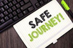 Texttecken som visar den säkra resan Begreppsmässig för fotovälsignelsebud för avsked för drev rem för bilbälte för bruk försikti arkivfoto