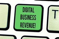 Texttecken som visar Digital affärsintäkt Begreppsmässig fotoinkomst från digitala försäljningar eller tangentbordet för elektron arkivbild