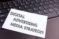 Texttecken som visar Digital som annonserar massmediastrategi Begreppsmässig befordran för optimization för fotosökandemotor fotografering för bildbyråer