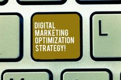 Texttecken som visar Digital som marknadsför Optimizationstrategi Socialt massmedia för begreppsmässigt foto som annonserar den S royaltyfri bild