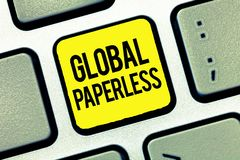 Texttecken som visar globalt Paperless Begreppsmässigt foto som går för teknologimetoder som email i stället för papper arkivfoto