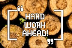 Texttecken som visar hårt arbete framåt Begreppsmässigt foto mycket jobb förväntade att aktiviteter för stor utmaning krävde trä arkivbilder