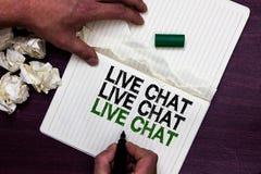 Texttecken som visar Live Chat Live Chat Live pratstund Begreppsmässigt foto som talar med markören för online-man för folkvänslä Royaltyfri Fotografi