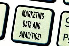 Texttecken som visar marknadsföra data och Analytics Begreppsmässigt foto som annonserar tangent för tangentbord för statistisk a royaltyfri bild