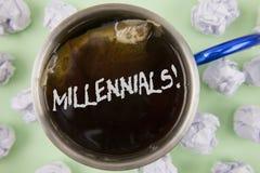 Texttecken som visar Millennials Motivational appell Begreppsmässig fotoutveckling Y som uthärdas från 80-tal till 2000s som är s Arkivfoton