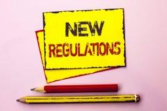Texttecken som visar ny reglemente Begreppsmässig fotoändring av lagar härskar företags normala specifikationer som är skriftliga Royaltyfria Foton