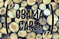 Texttecken som visar Obama omsorg Begreppsmässig fotoregeringsplan av trätålmodigt skydd för försäkringsystem arkivbild