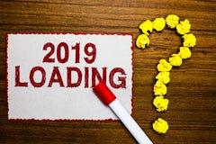Texttecken som visar päfyllning 2019 Begreppsmässigt foto som annonserar det kommande året som förutser den framtida cruen för hä royaltyfria bilder