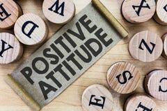 Texttecken som visar positiv inställning Begreppsmässigt foto som är optimistiskt i liv som ser för bra saker royaltyfri fotografi